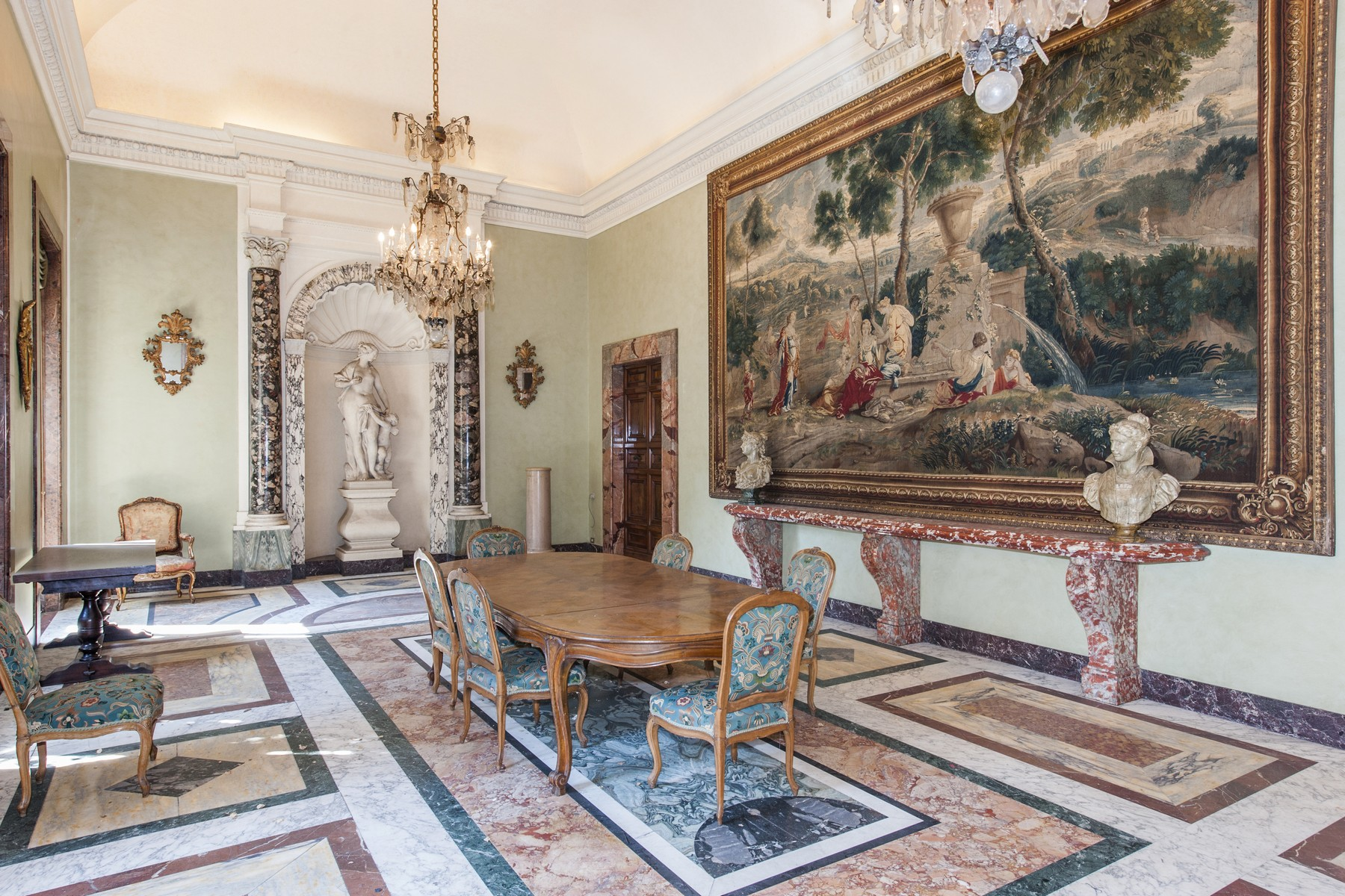 Additional photo for property listing at Palazzo Pecci Blunt at the Ara Coeli Rome, Rome Italy