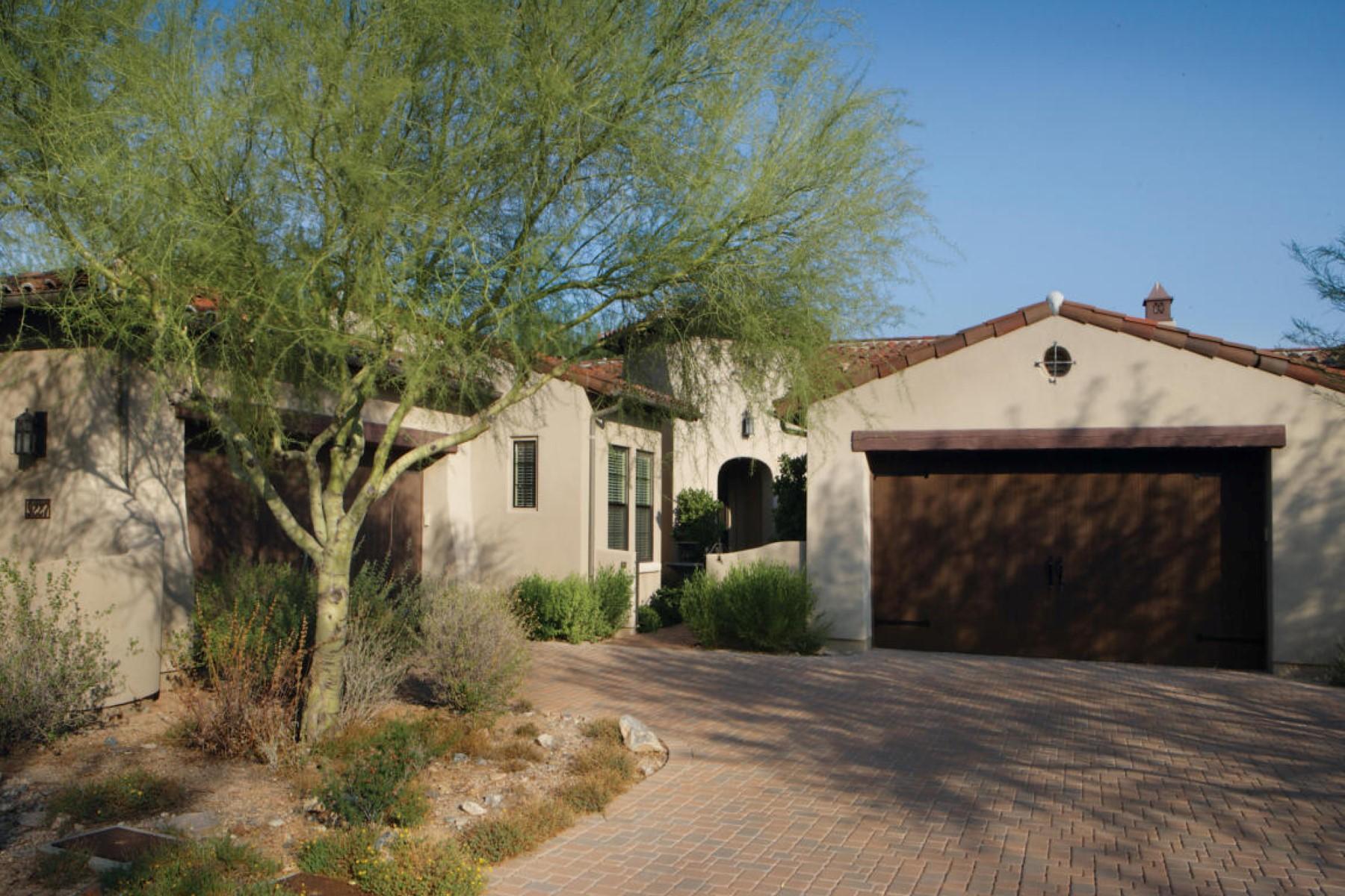 Таунхаус для того Продажа на Charming end unit townhouse in DC Ranch 9227 E Hoverland Rd Scottsdale, Аризона 85255 Соединенные Штаты