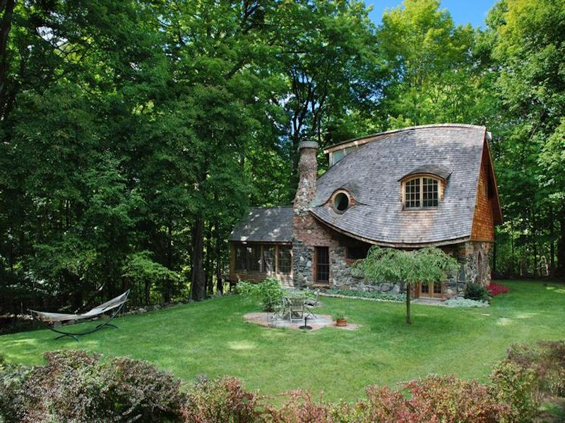 Maison unifamiliale pour l Vente à Storybook Cottage 323 Kansas Road Rhinebeck, New York 12572 États-Unis