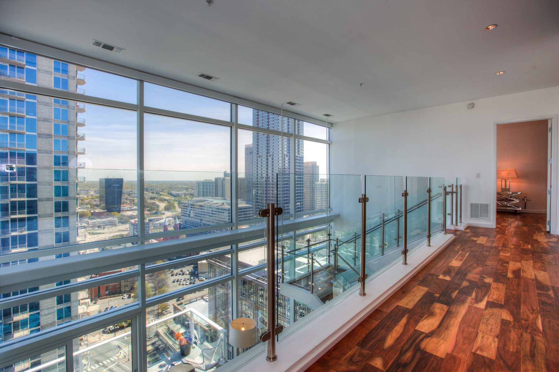 Additional photo for property listing at Sophisticated 2-Level Atlanta Penthouse with Luxury Hotel Amenities 45 Ivan Allen Jr Boulevard PH#2706 Atlanta, Georgia 30308 Hoa Kỳ
