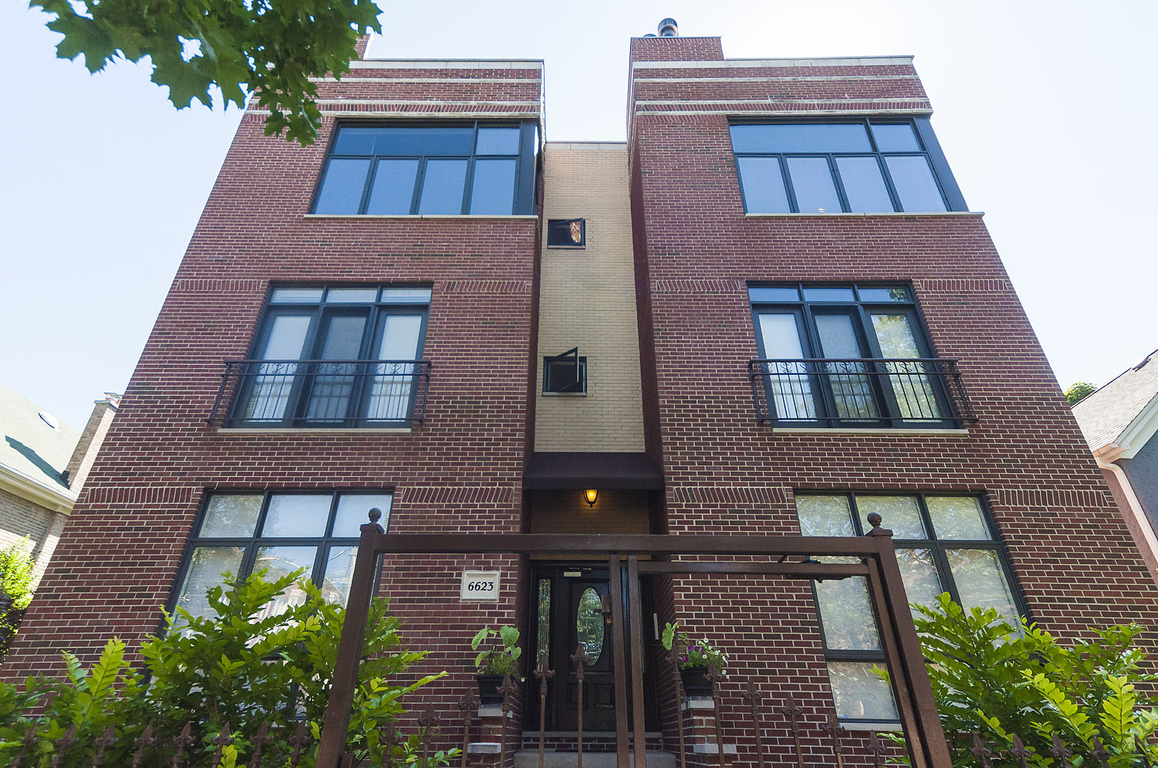 Condominium for Sale at Fabulous Unit With All The Amenities In Great New Building 6623 N Greenview Avenue Unit 3S Rogers Park, Chicago, Illinois 60626 United States