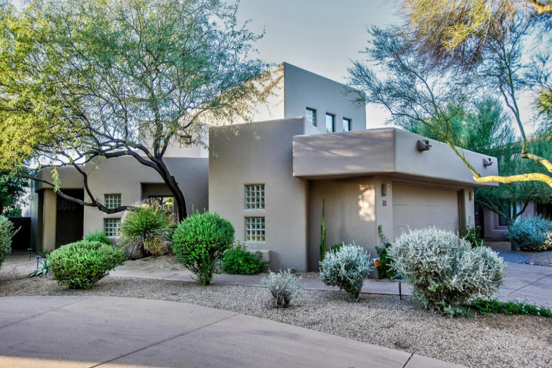 獨棟家庭住宅 為 出售 在 Absolutely gorgeous, furnished contemporary home on the golf course 7500 E Boulders Pkwy #63 Scottsdale, 亞利桑那州 85266 美國