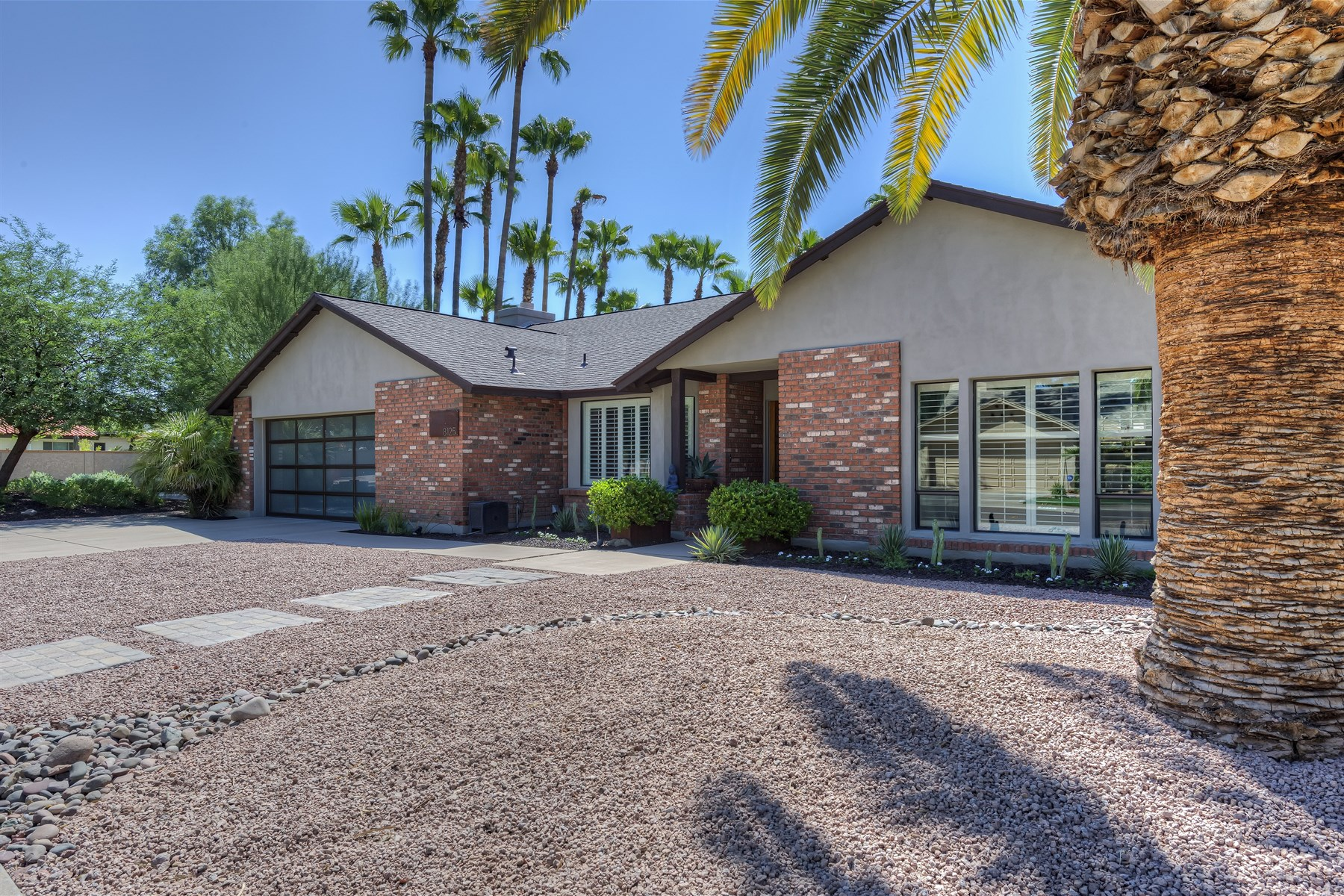 Casa Unifamiliar por un Venta en Located in the Arabian Trail Loop just steps from the greenbelt. 8125 E Ferzon Trl Scottsdale, Arizona 85258 Estados Unidos