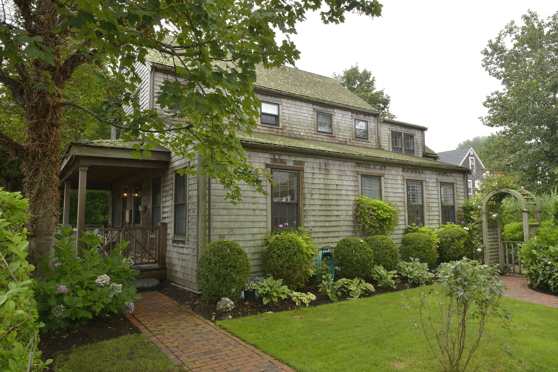 一戸建て のために 売買 アット Custom Home and Carriage House 9 West Dover Street Nantucket, マサチューセッツ 02554 アメリカ合衆国
