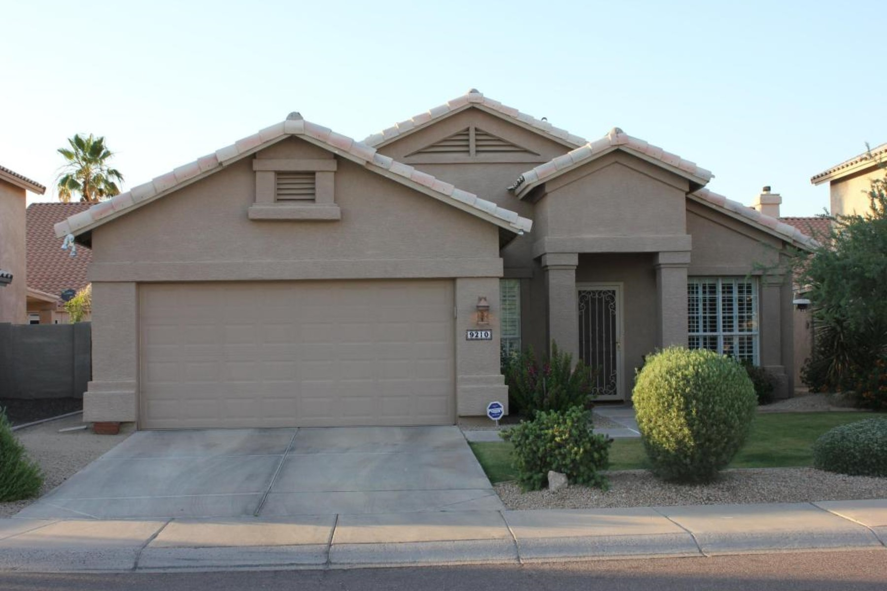 獨棟家庭住宅 為 出售 在 Nicely updated three bed two bath home 9210 E PERSHING AVE Scottsdale, 亞利桑那州 85260 美國