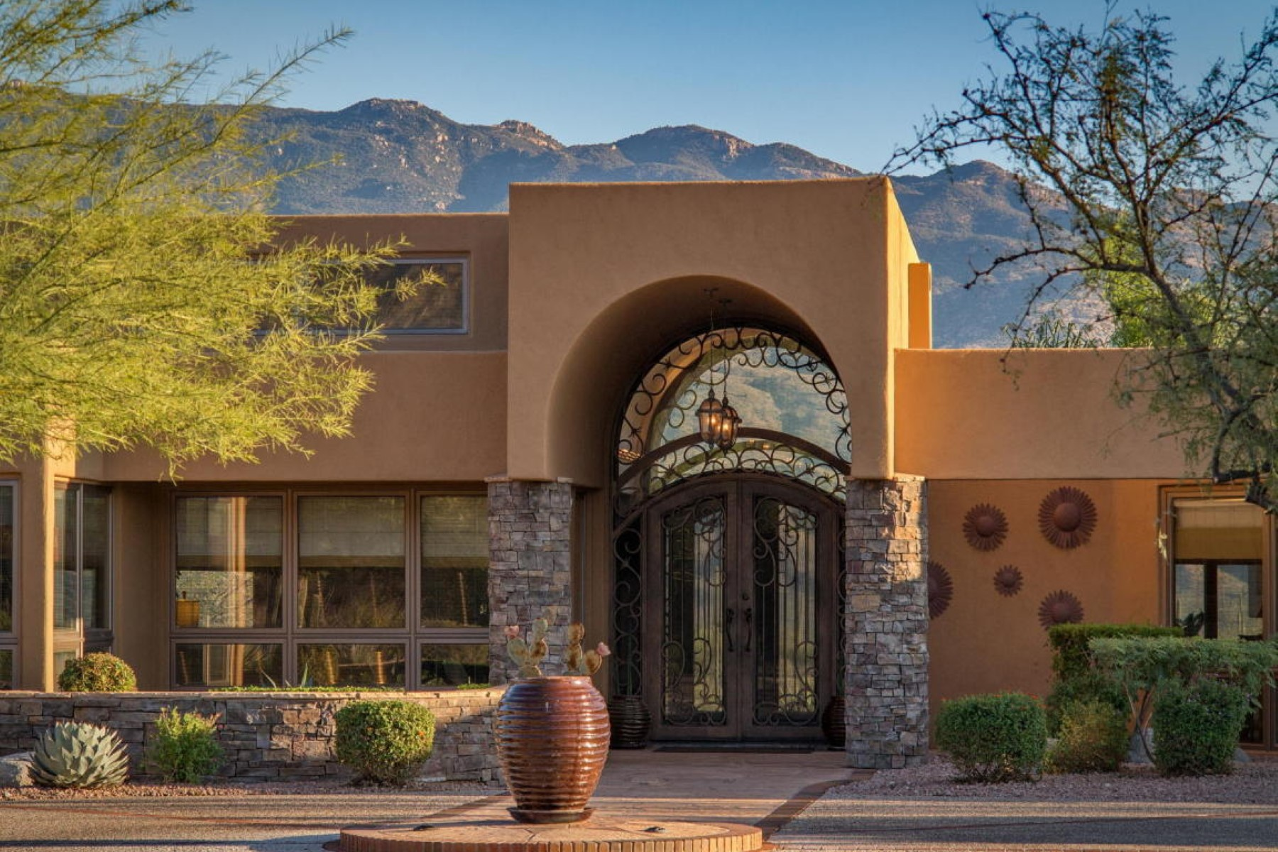 sales property at Amazing home surrounded by the Catalina Mountain
