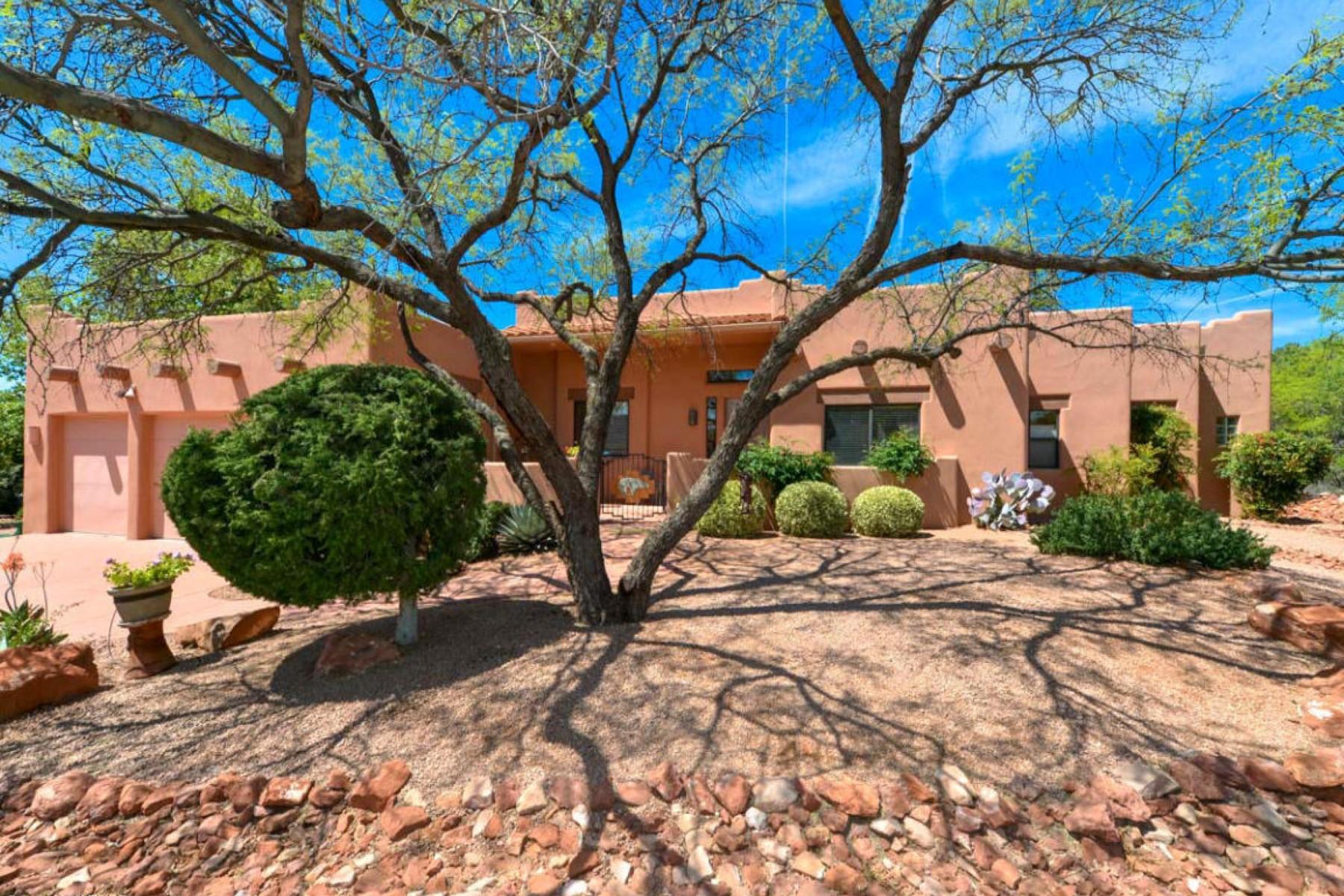 Частный односемейный дом для того Продажа на Single level home in quiet cul-de-sac 45 Table Top Drive Sedona, Аризона, 86351 Соединенные Штаты