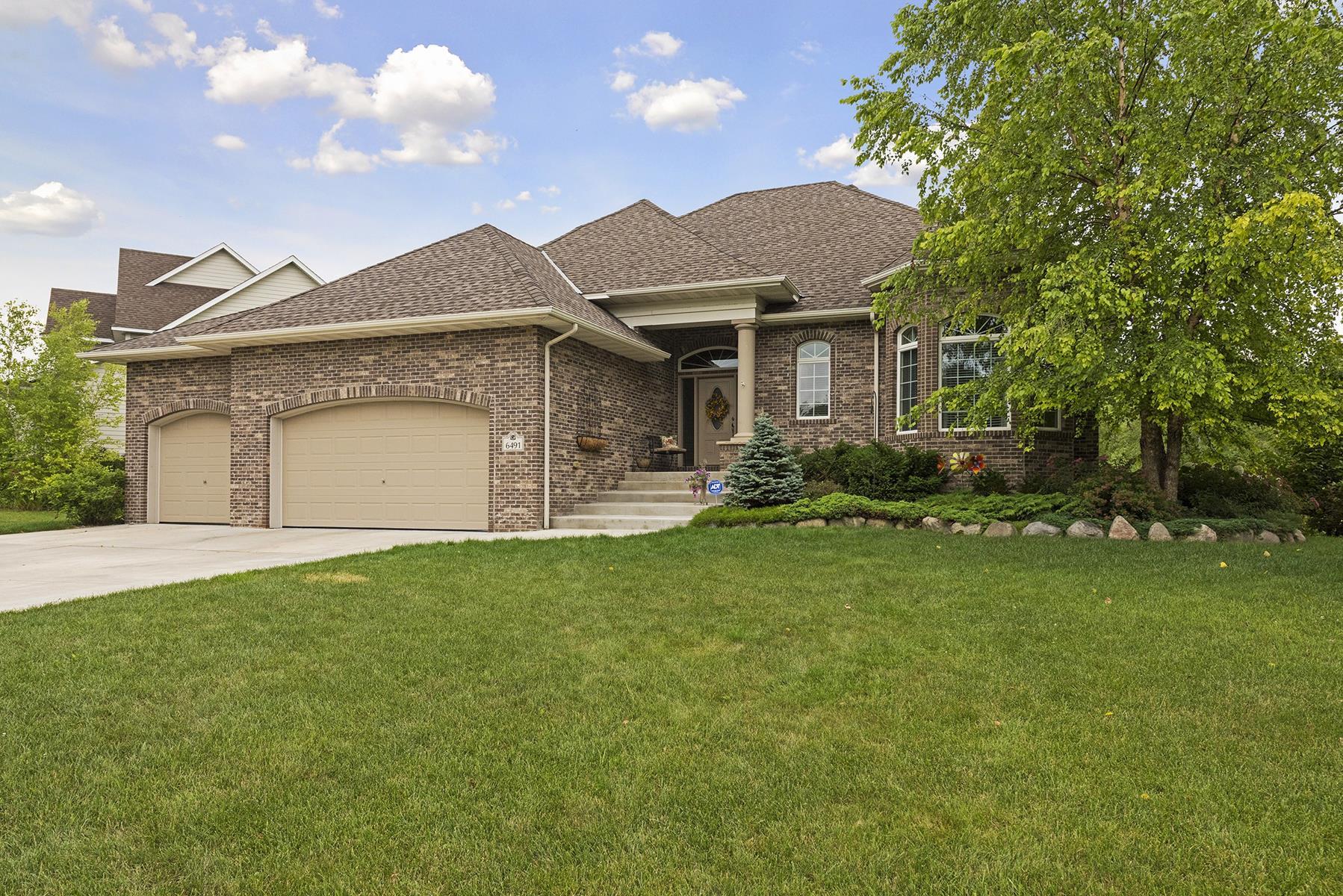 Casa Unifamiliar por un Venta en 6491 Pipewood Curve Chanhassen, Minnesota, 55331 Estados Unidos