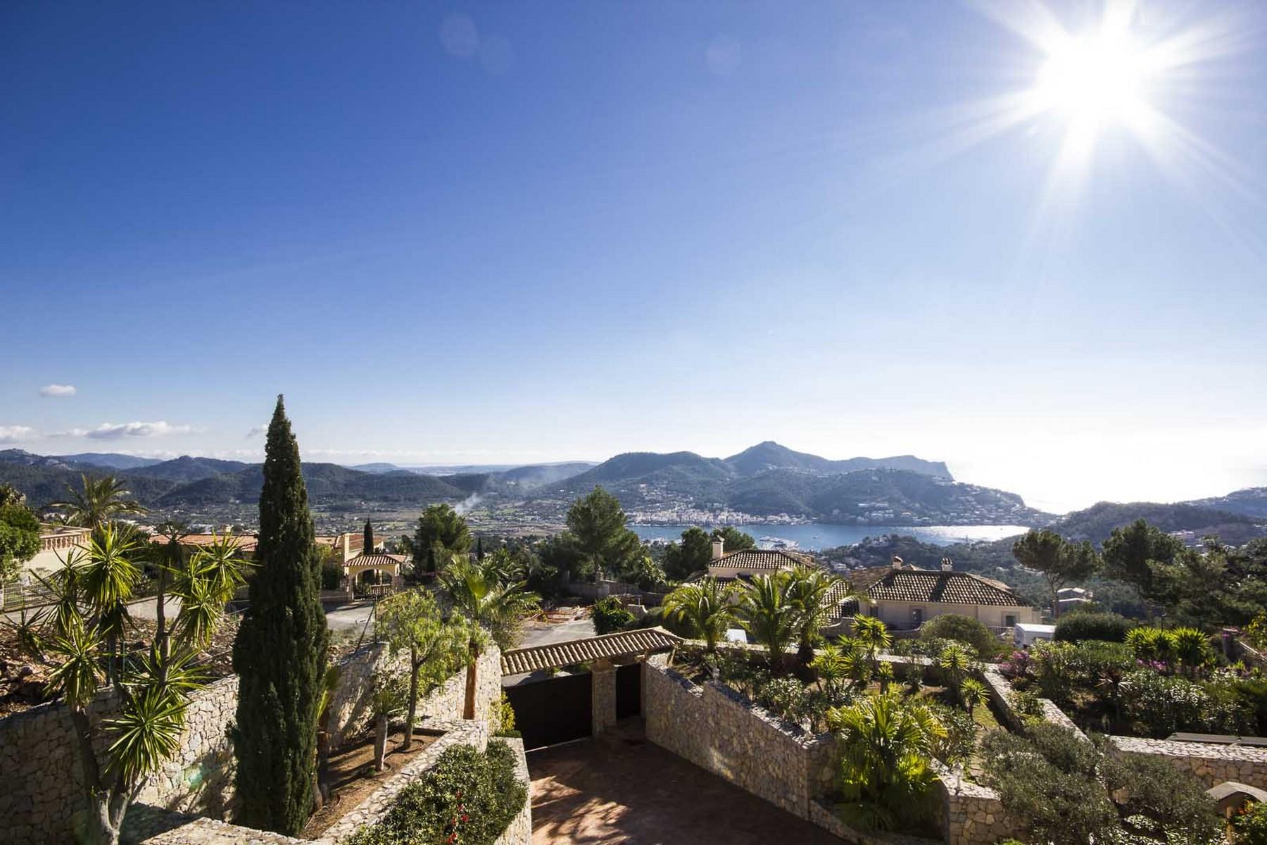 Casa Unifamiliar por un Venta en Spacious villa with sea views in Port Andratx Port Andratx, Mallorca 07157 España