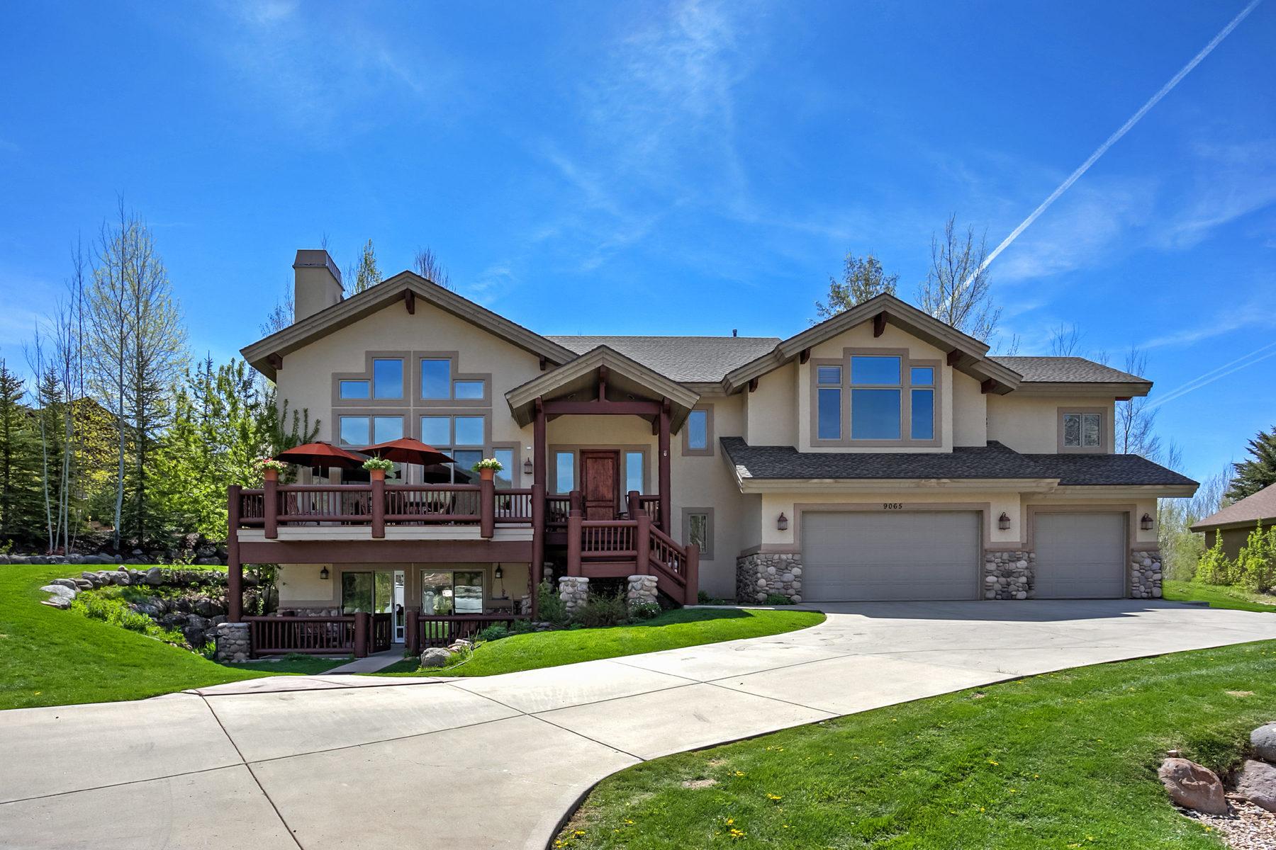 Частный односемейный дом для того Продажа на Charming Mountain Contemporary 9065 N Cheyenne Way Park City, Юта, 84098 Соединенные Штаты