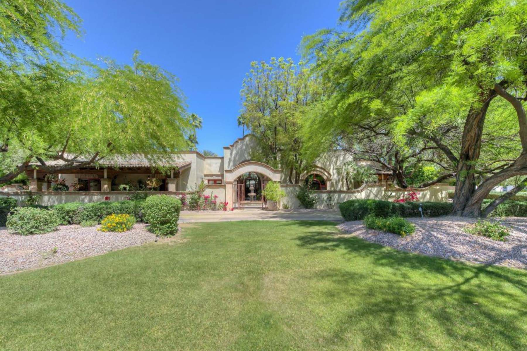 Moradia para Venda às orgeous Spanish colonial home filled with charm and attention to detail. 8145 N 68TH ST Paradise Valley, Arizona 85253 Estados Unidos