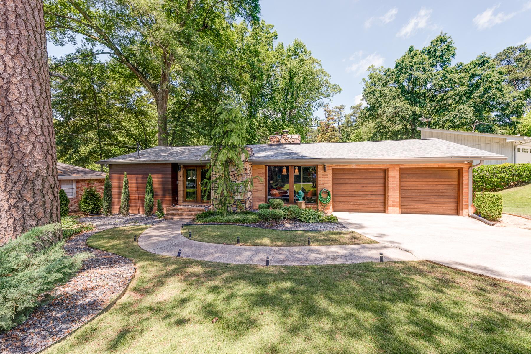 Частный односемейный дом для того Продажа на Renovated Modern Ranch In Pine Hills 1686 Dunwoody Place NE Pine Hills, Atlanta, Джорджия, 30324 Соединенные Штаты