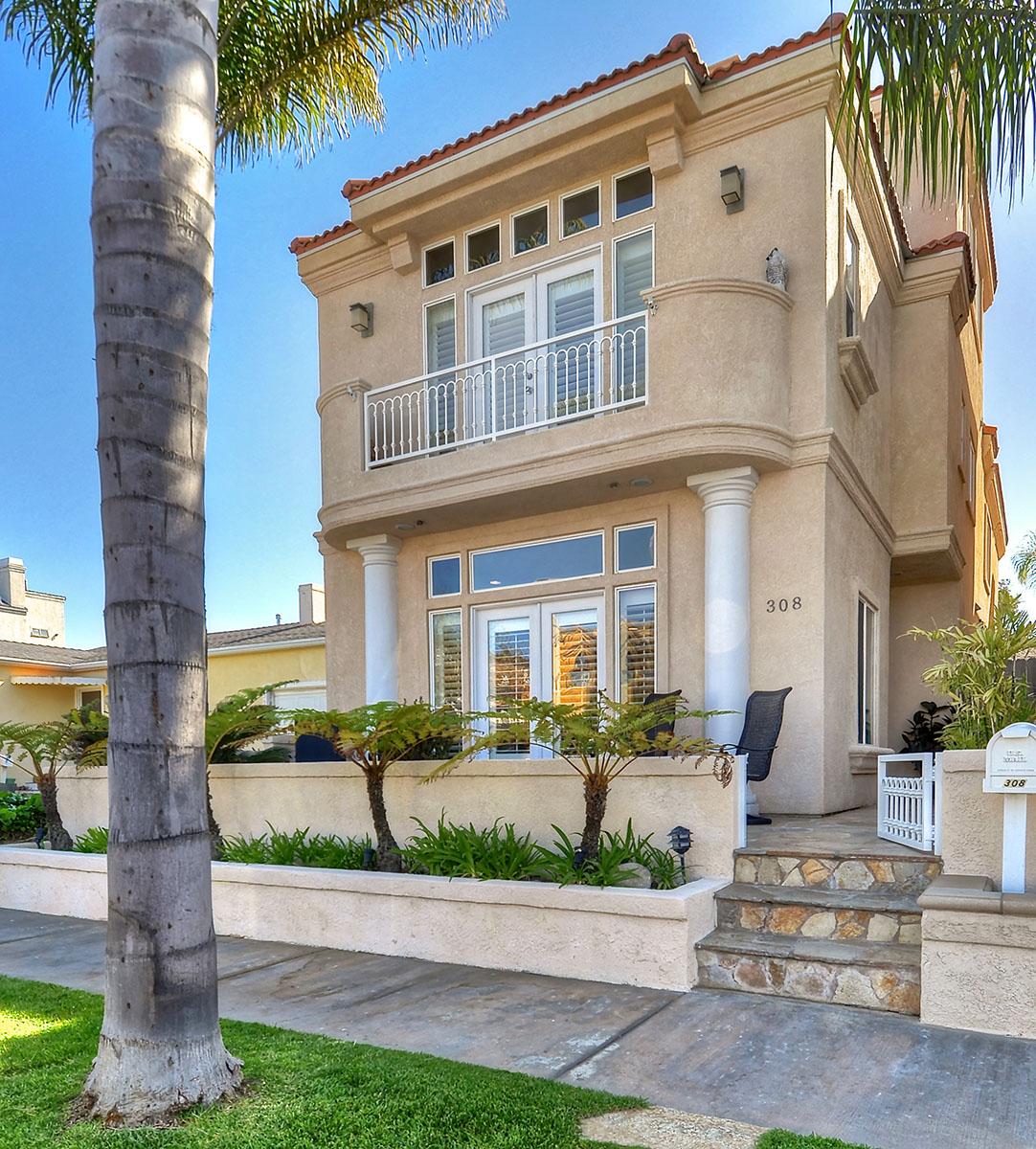 独户住宅 为 销售 在 308 Huntington Street 杭廷顿海滩, 加利福尼亚州, 92648 美国