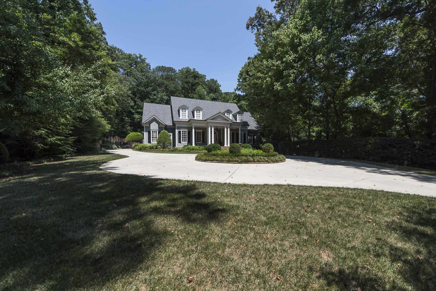 Additional photo for property listing at Elegant Home On Desirable Quiet Street In Buckhead 726 Andover Drive NW Atlanta, Georgië 30327 Verenigde Staten