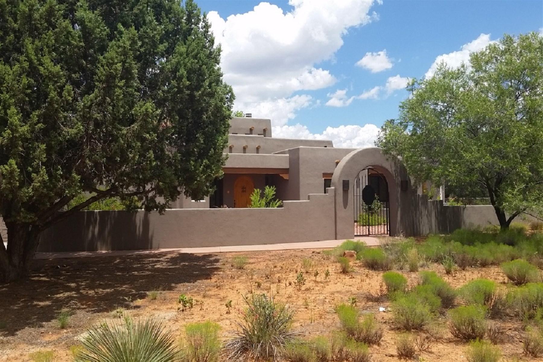 Частный односемейный дом для того Продажа на Fabulous Santa Fe style home is surrounded by spectacular views 30 Crimson Vista Lane Sedona, Аризона 86351 Соединенные Штаты
