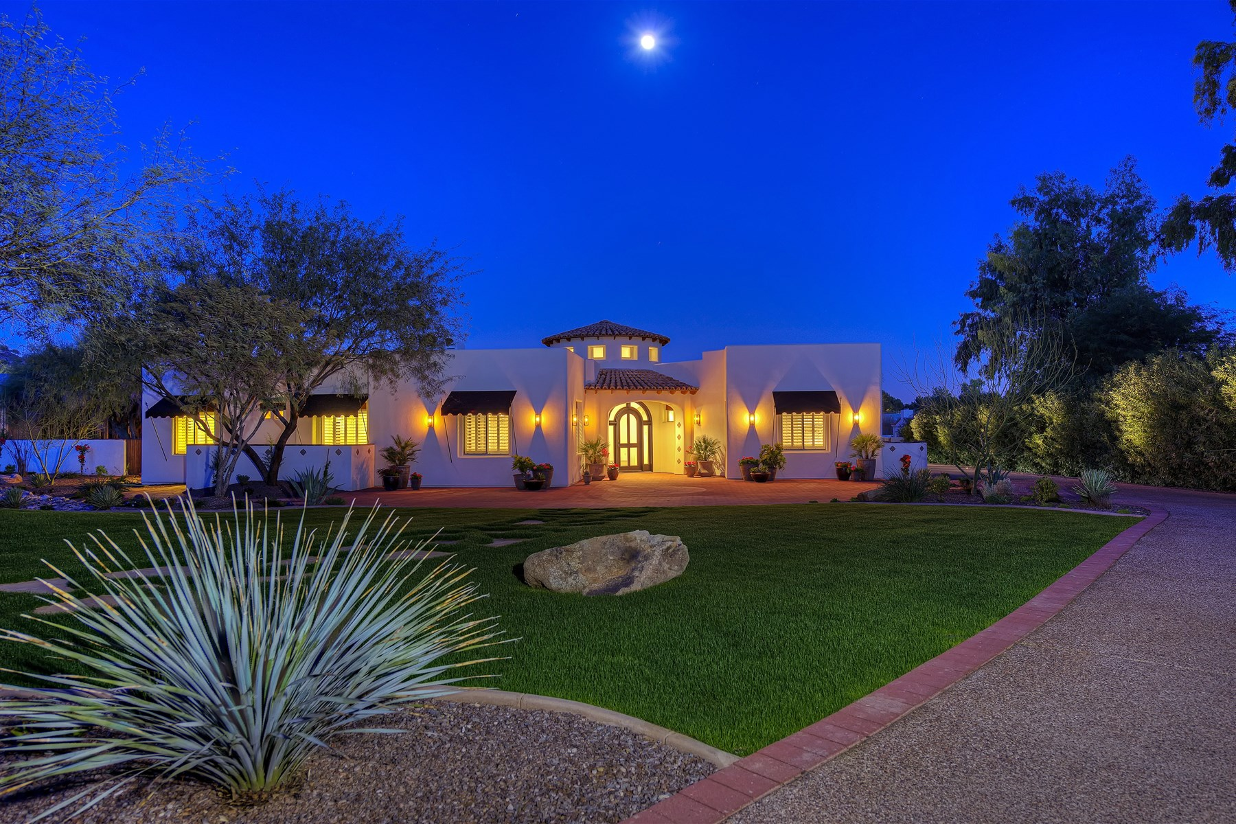 Single Family Home for Sale at Gorgeous Completely Renovated Home in the Heart of Paradise Valley 6651 N Cardinal Drive Paradise Valley, Arizona 85253 United States