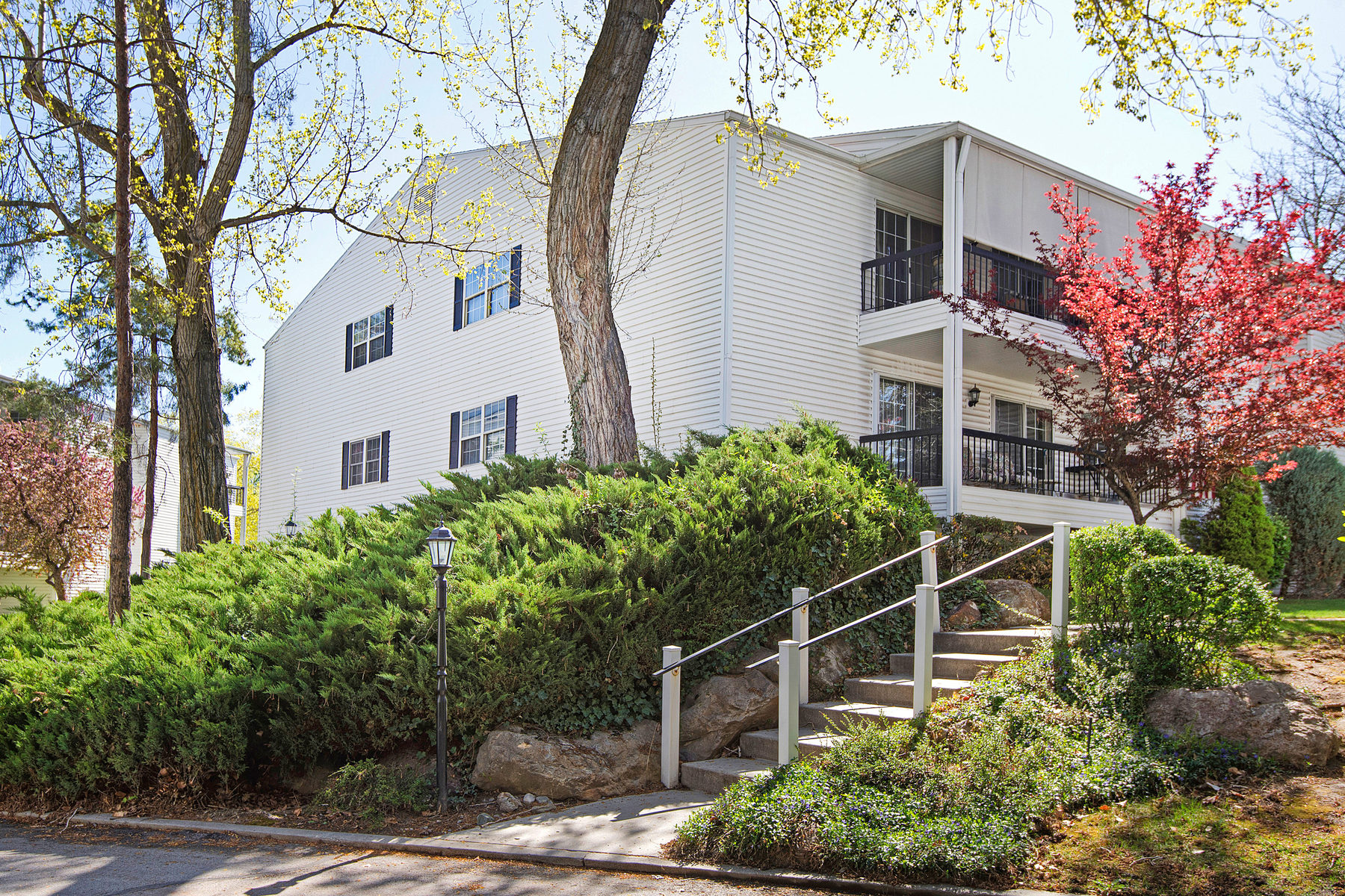 Condominium for Sale at Wonderful condo in the beautiful Old Farm community! 4107 South 670 East Unit #A Murray, Utah 84107 United States