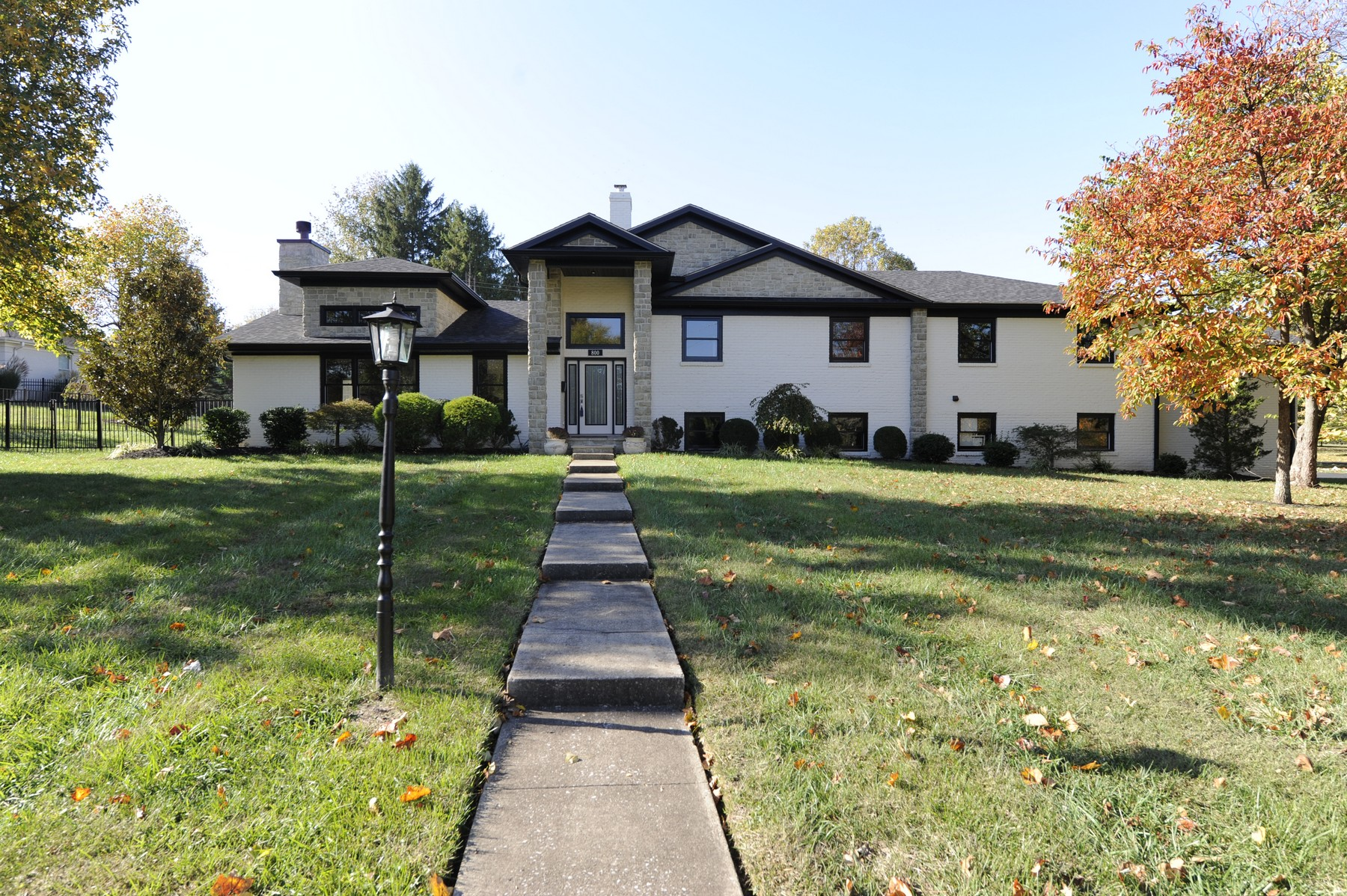 Single Family Home for Sale at 800 Brookhill Drive Lexington, Kentucky 40502 United States