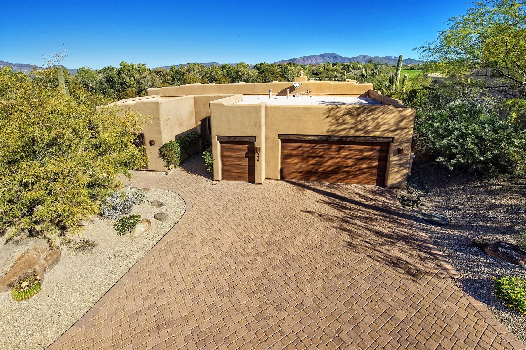 Частный односемейный дом для того Продажа на Custom home on the golf course at Rancho Manana 5426 E Miramonte Dr Cave Creek, Аризона 85331 Соединенные Штаты