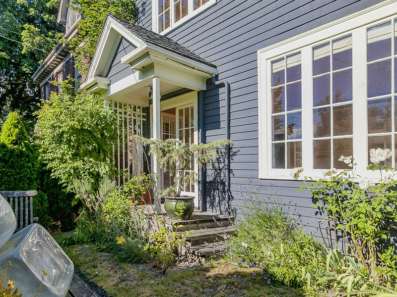 sales property at 946 Federal Avenue E
