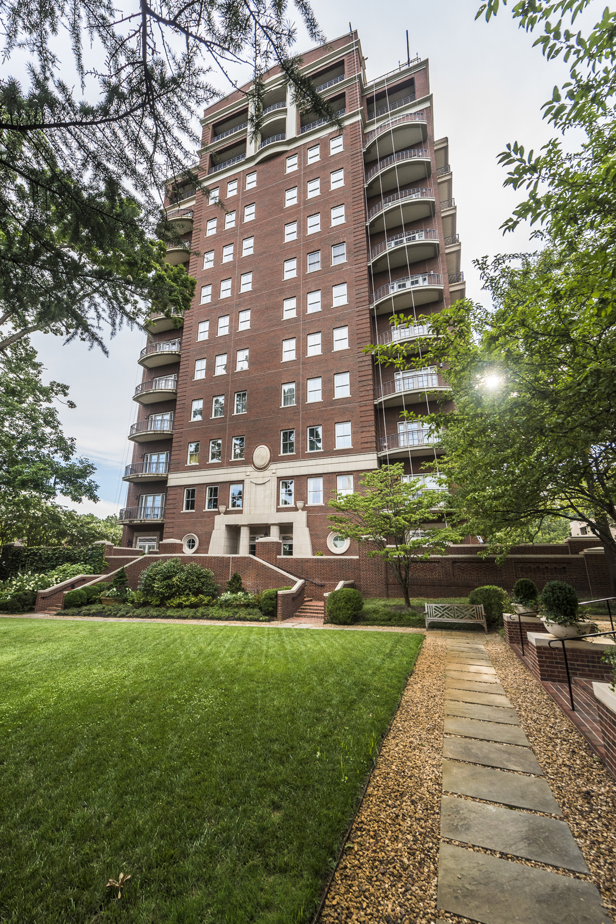 Cooperativa por un Venta en Amazing Buckhead Co-op Unit 2724 Peachtree Road NE Unit 201 Atlanta, Georgia, 30305 Estados Unidos