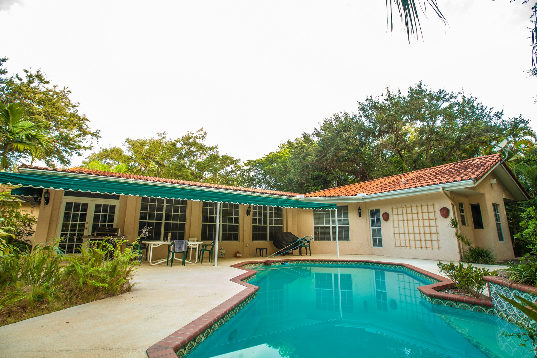 Single Family Home for Sale at 4991 SW 86 St Miami, Florida 33143 United States