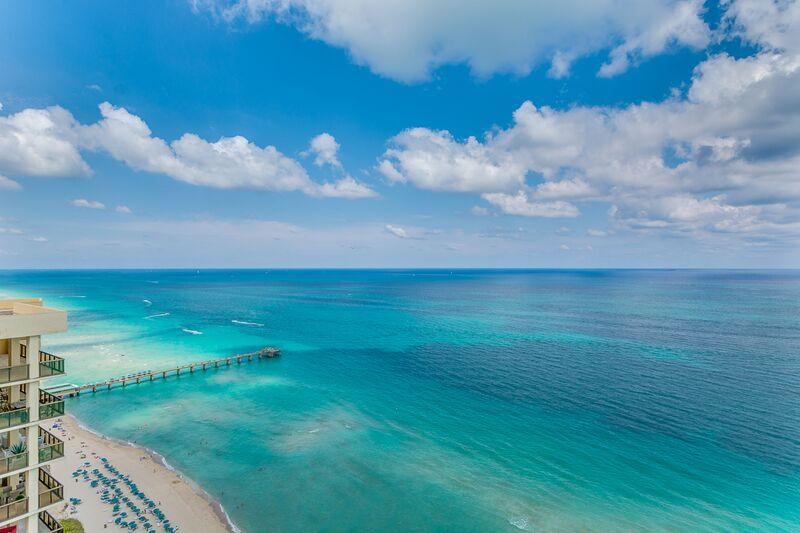 Copropriété pour l Vente à Turnberry Ocean Colony North Tower 16051 Collins Ave. Unit 2303 Sunny Isles, Florida 33160 États-Unis