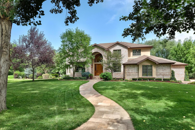 Einfamilienhaus für Verkauf beim Fully Remodeled Custom Home Overlooking Private Pond 4443 W. Cottonwood Place Littleton, Colorado, 80123 Vereinigte Staaten