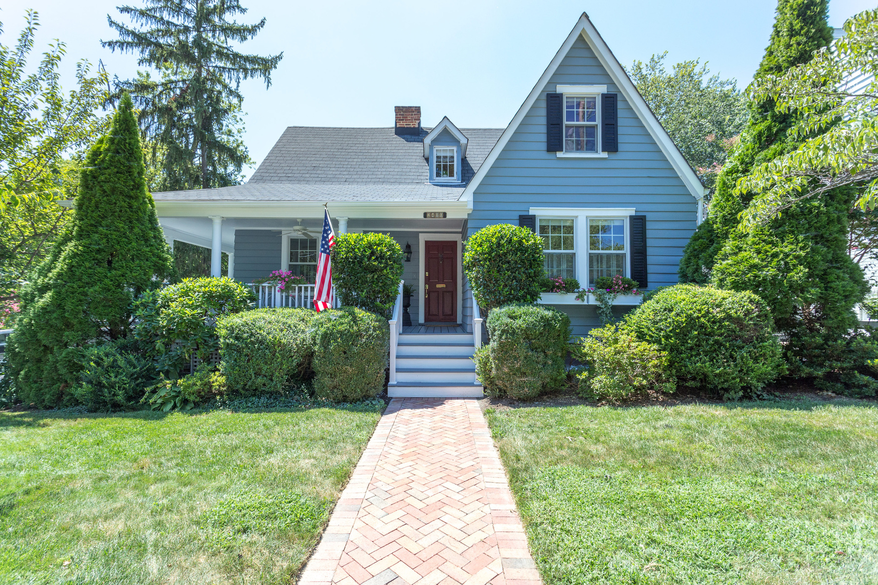 Single Family Home for Sale at 2400 Cameron Mills Road, Alexandria 2400 Cameron Mills Rd Alexandria, Virginia 22302 United States