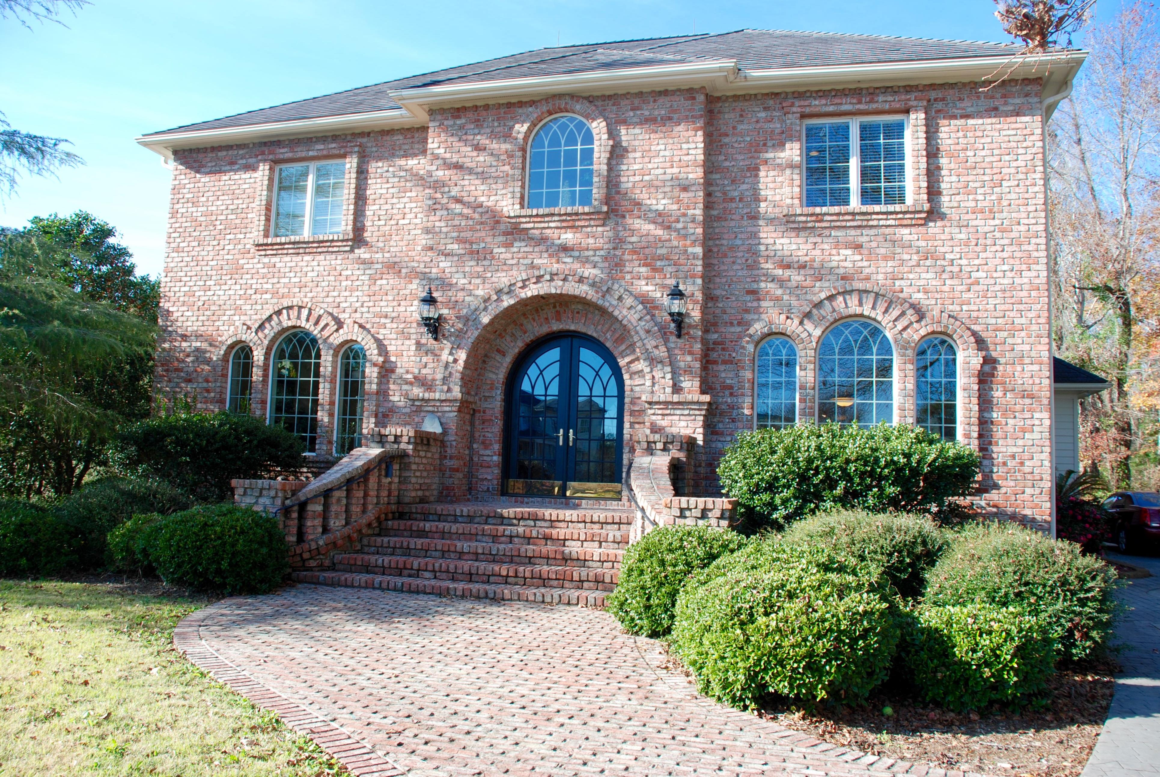 Vivienda unifamiliar por un Venta en Stately Custom Built Brick Home 2768 Pinecrest Drive SE Southport, Carolina Del Norte 28461 Estados Unidos
