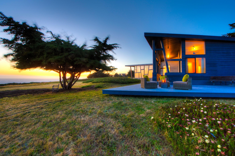 Maison unifamiliale pour l Vente à Sonoma Coastal Modern Masterpiece Presiding Over Portuguese Beach 106 Calle Del Sol Bodega Bay, Californie, 94923 États-Unis