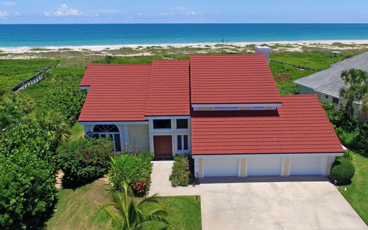 Villa per Vendita alle ore Spectacular Direct Oceanfront Home in Gated Neighborhood 1290 Olde Doubloon Drive Vero Beach, Florida, 32963 Stati Uniti