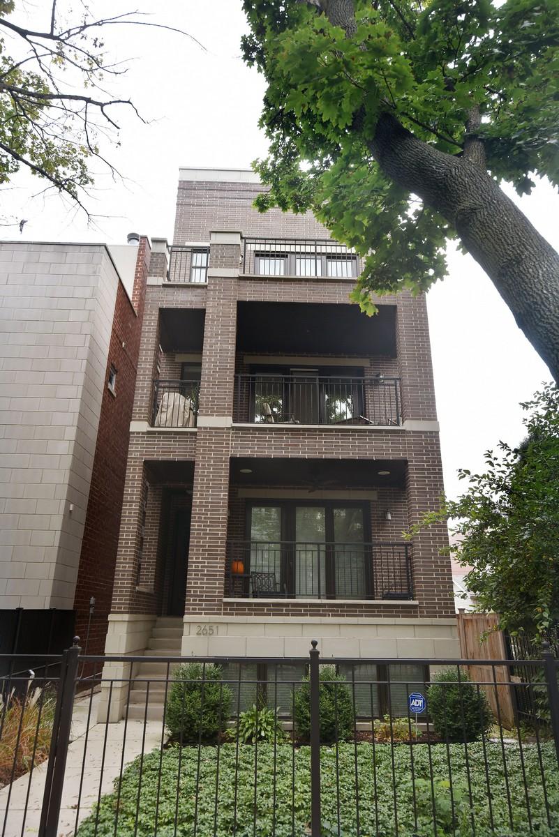 Appartement en copropriété pour l Vente à Sun-filled and Sophisticated Simplex 2651 N Bosworth Avenue Unit 2 Lakeview, Chicago, Illinois, 60614 États-Unis