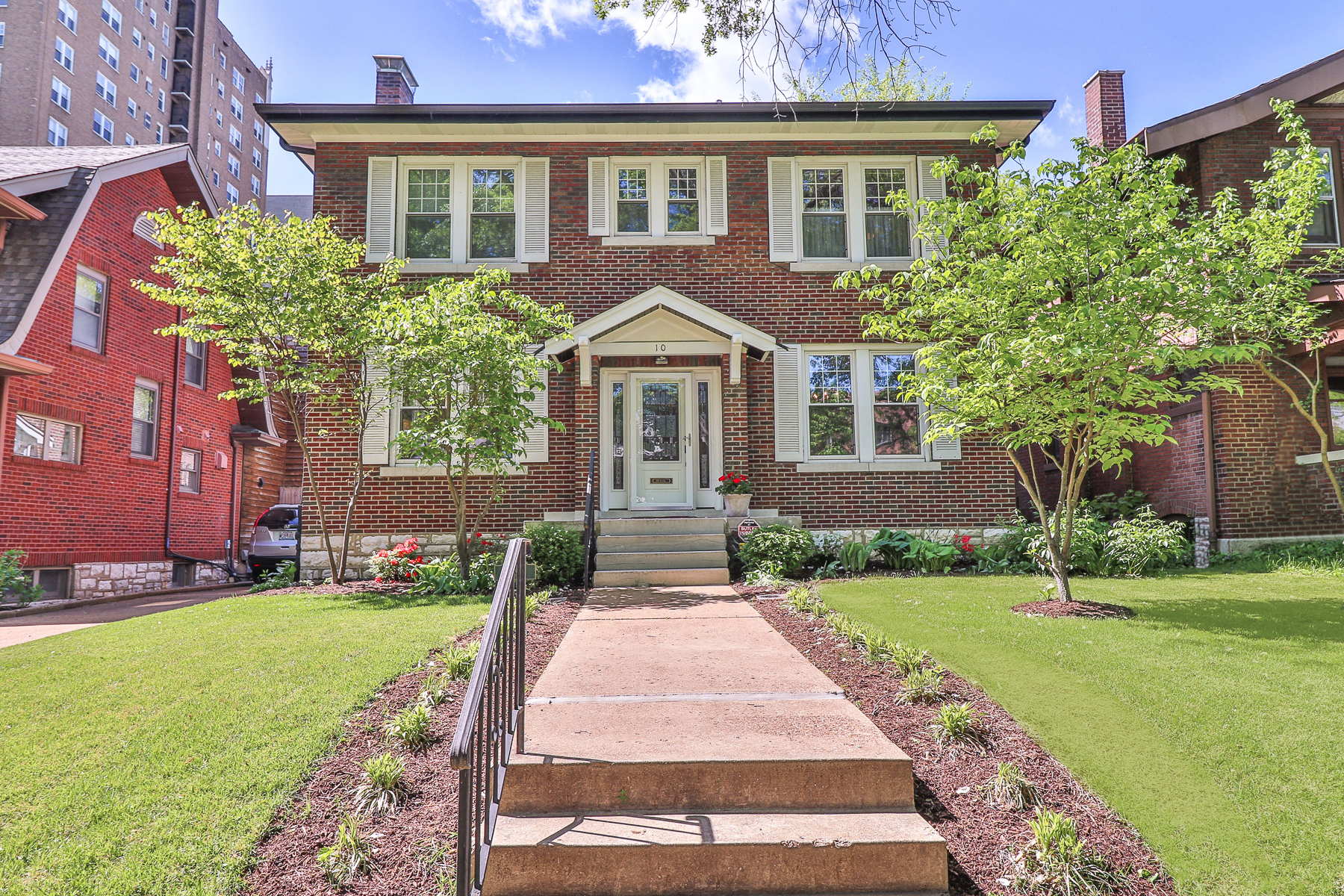 Single Family Home for Sale at Arundel 10 Arundel Place St. Louis, Missouri, 63105 United States
