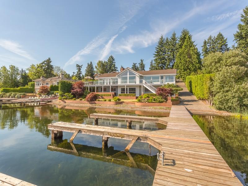 Vivienda unifamiliar por un Venta en Desirable West Lake Sammamish Waterfront Home 3260 W Lake Sammamish Pkwy NE Redmond, Washington 98052 Estados Unidos