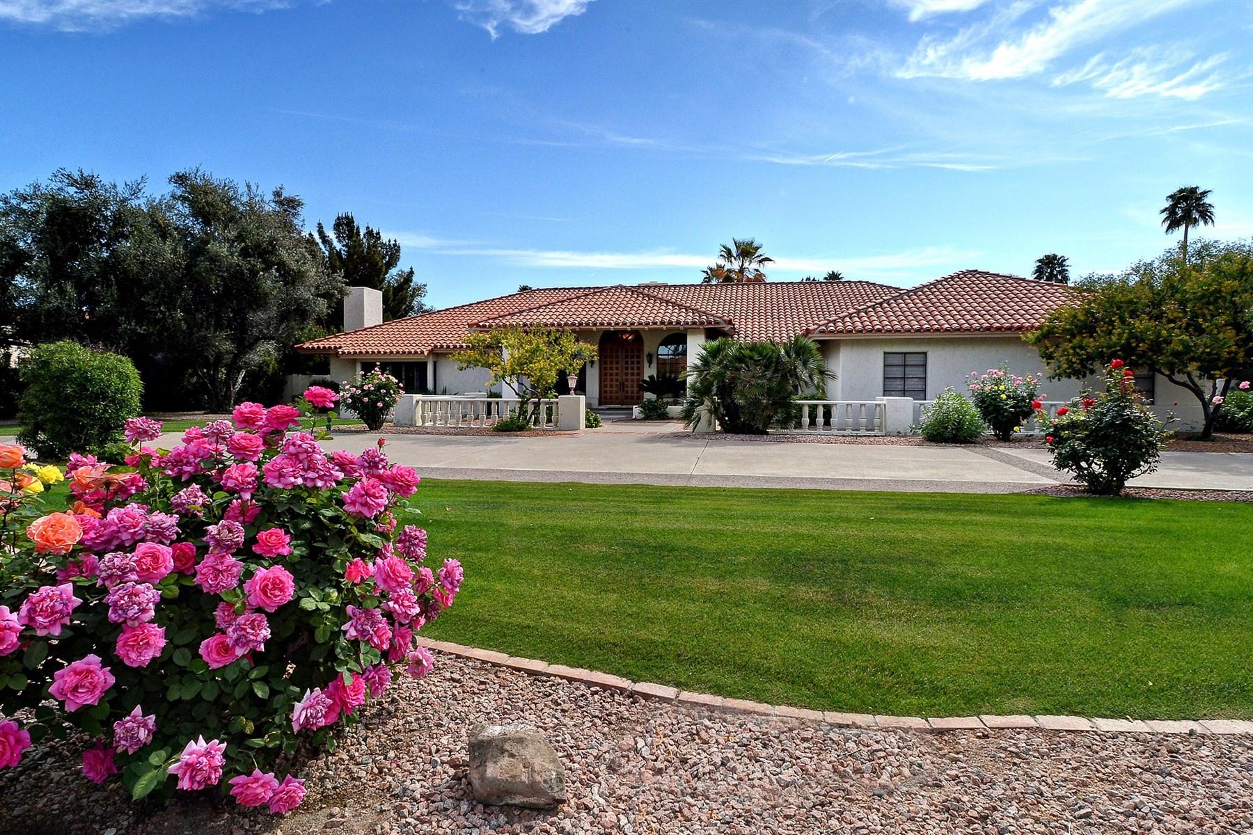 Maison unifamiliale pour l Vente à Paradise Valley Home With Romantic Character & Wonderful Architectural Details 8815 N 63rd Place Paradise Valley, Arizona 85253 États-Unis