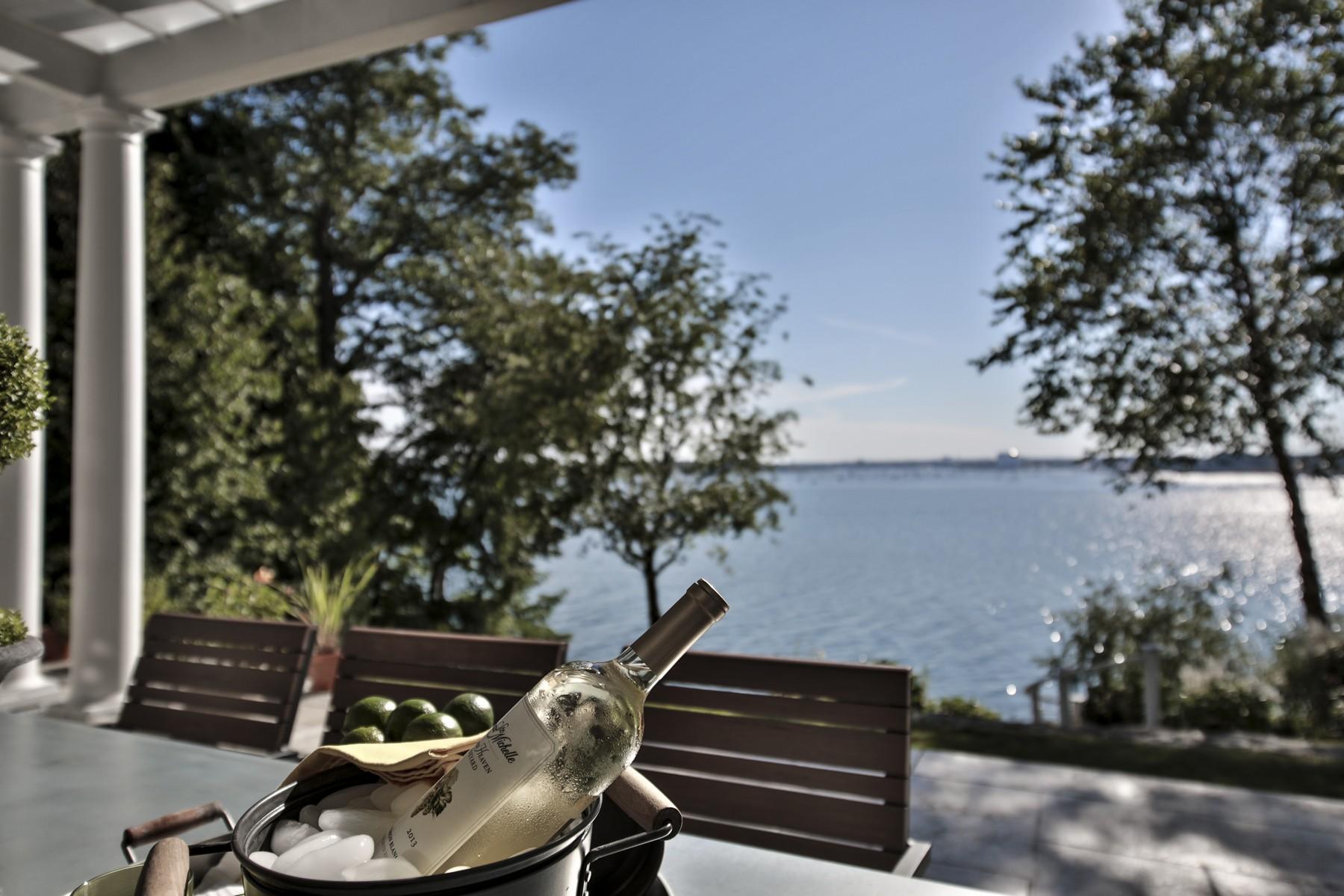 Einfamilienhaus für Verkauf beim Beverly Cove Waterfront 7 Elm Top Lane Beverly, Massachusetts 01915 Vereinigte Staaten