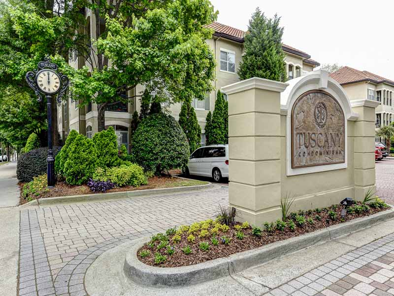 Copropriété pour l Vente à Renovated Midtown Condominium 955 Juniper Street NE Unit 3231 Atlanta, Georgia 30309 États-Unis