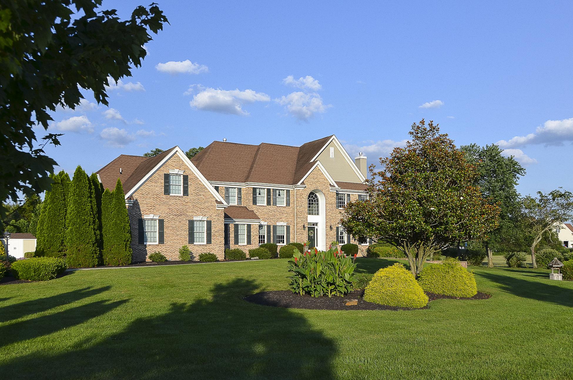 独户住宅 为 销售 在 Be Prepared To Fall In Love - Hopewell Township 22 Hunters Ridge Drive Pennington, 新泽西州 08534 美国