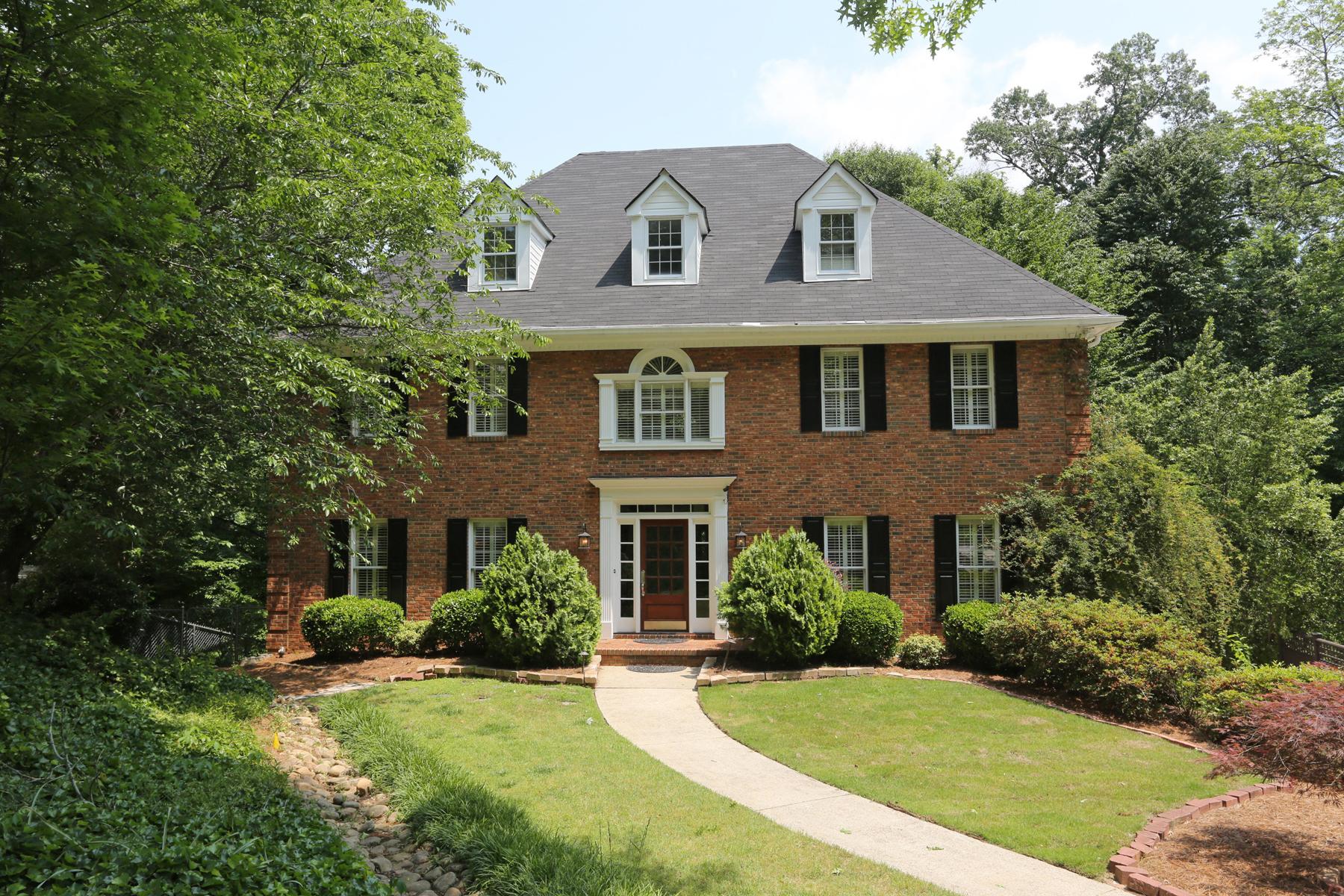 Casa para uma família para Venda às Beautiful Updated Home in Popular Pine Hills! 1983 Woodsdale Rd Atlanta, Geórgia, 30324 Estados Unidos