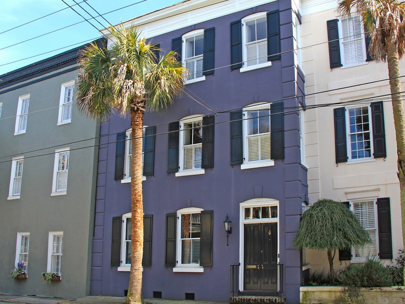 Maison unifamiliale pour l Vente à Unique Three Story Home in Ansonborough 49 Society Street Charleston, Caroline Du Sud 29401 États-Unis