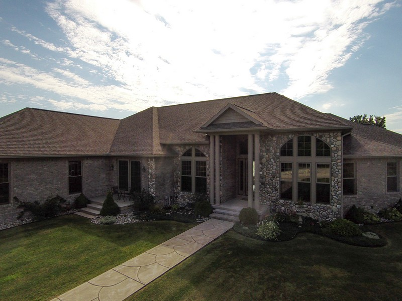 Maison unifamiliale pour l Vente à Waterfront Black River Custom Home 8901 Swan Pointe Drive Cheboygan, Michigan 49721 États-Unis