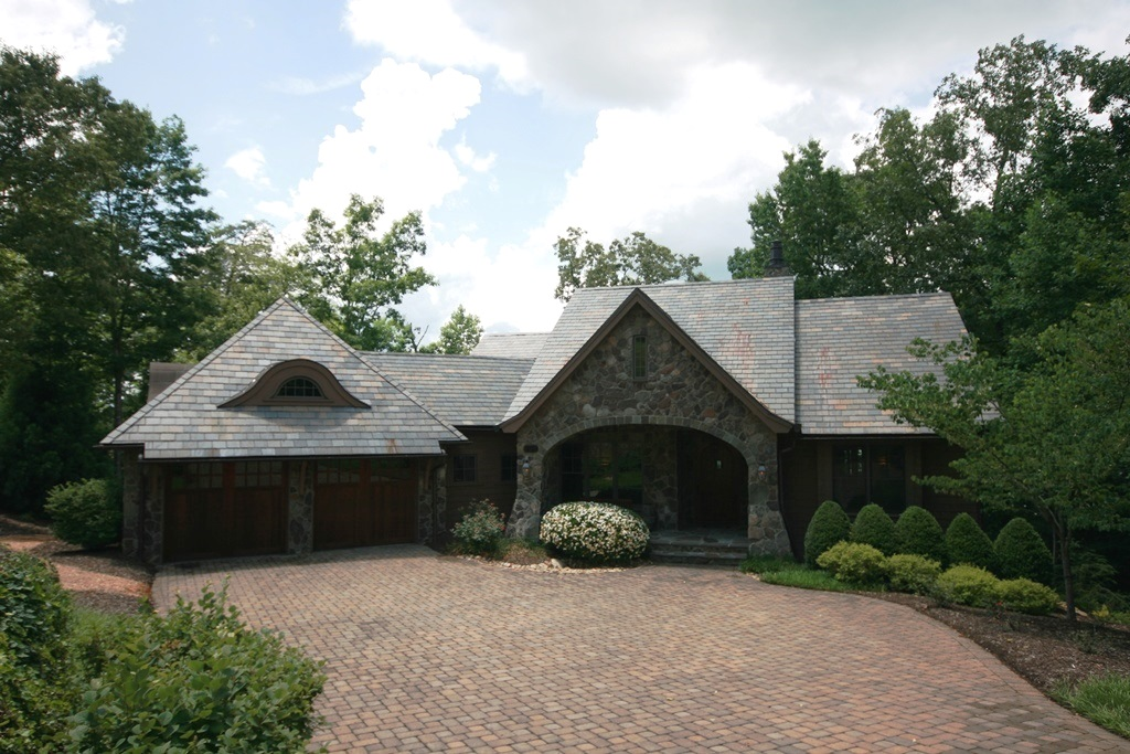 Einfamilienhaus für Verkauf beim Turnkey Living in a Dynamic, Professionally Decorated Lakefront Home 501 Lake Vista Way The Cliffs At Keowee Springs, Six Mile, South Carolina 29682 Vereinigte Staaten