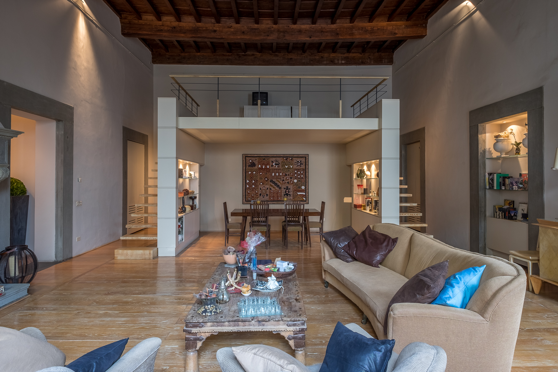 "Additional photo for property listing at Lovely contemporary apartment in historic ""palazzo"" Sant Ambrogio, Firenze, Florence Italia"