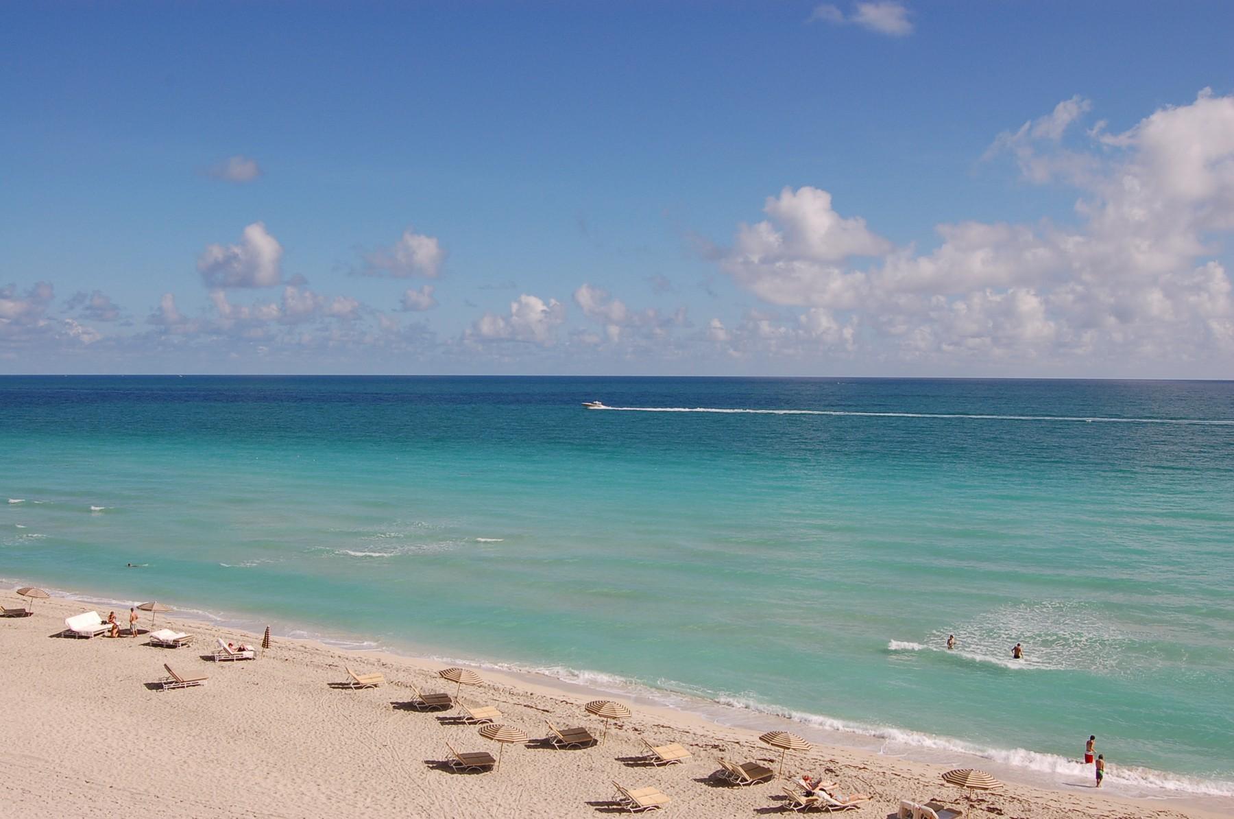共管式独立产权公寓 为 销售 在 6801 Collins Ave # 717 迈阿密海滩, 佛罗里达州 33141 美国