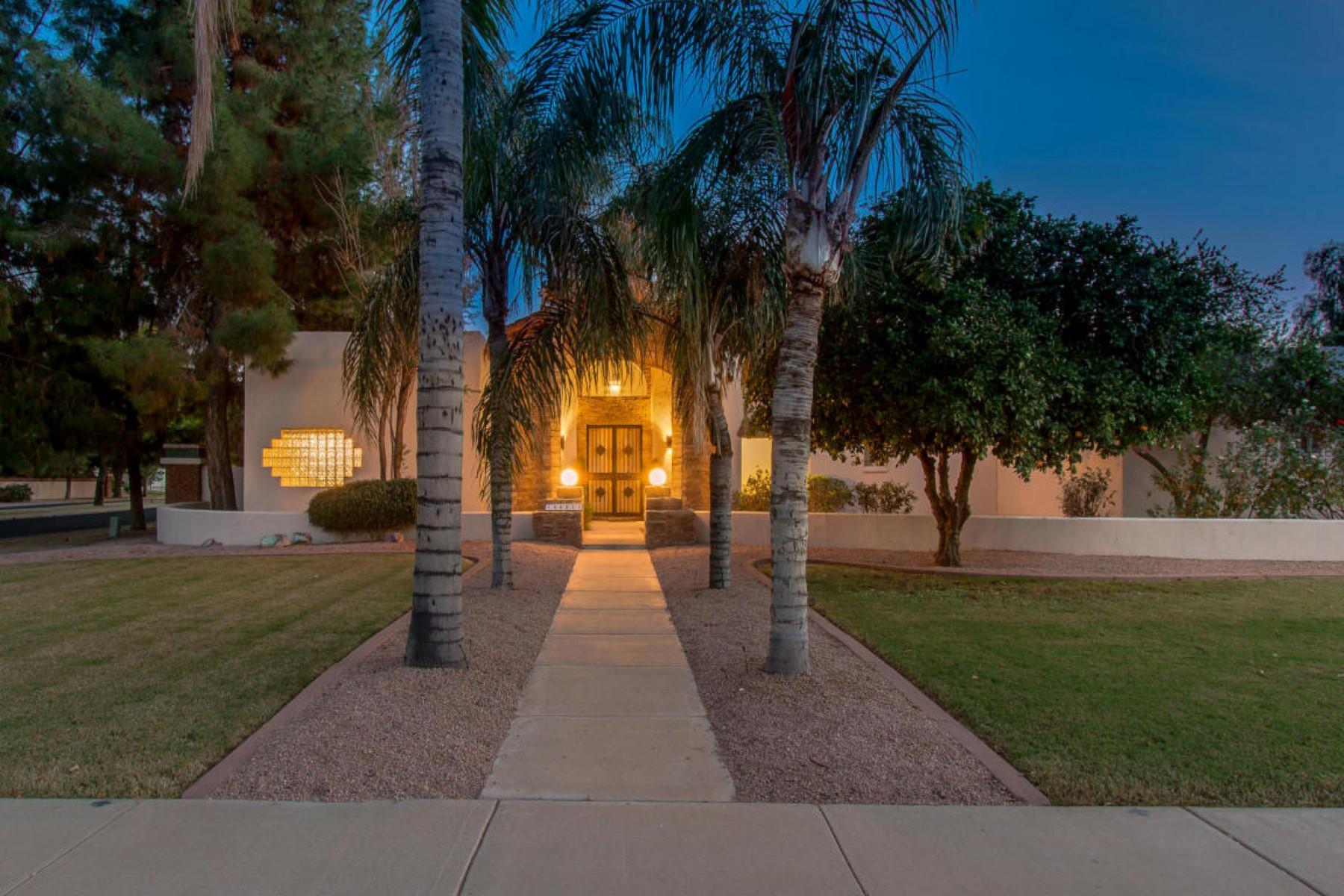 Maison unifamiliale pour l Vente à Custom Built Territorial Home Live in the heart of Mesa 4621 E Gable Cir Mesa, Arizona, 85206 États-Unis