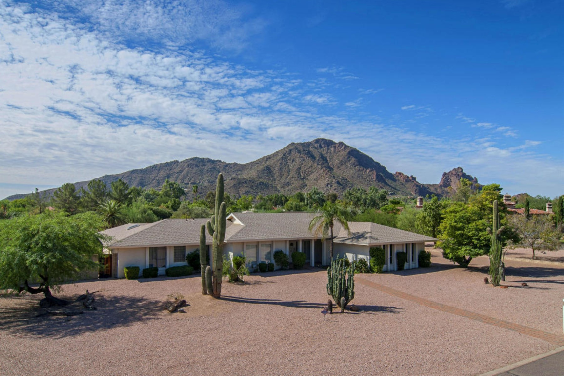Property For Sale at Large close-in Paradise Valley FLAT lot encircled by MTN Views