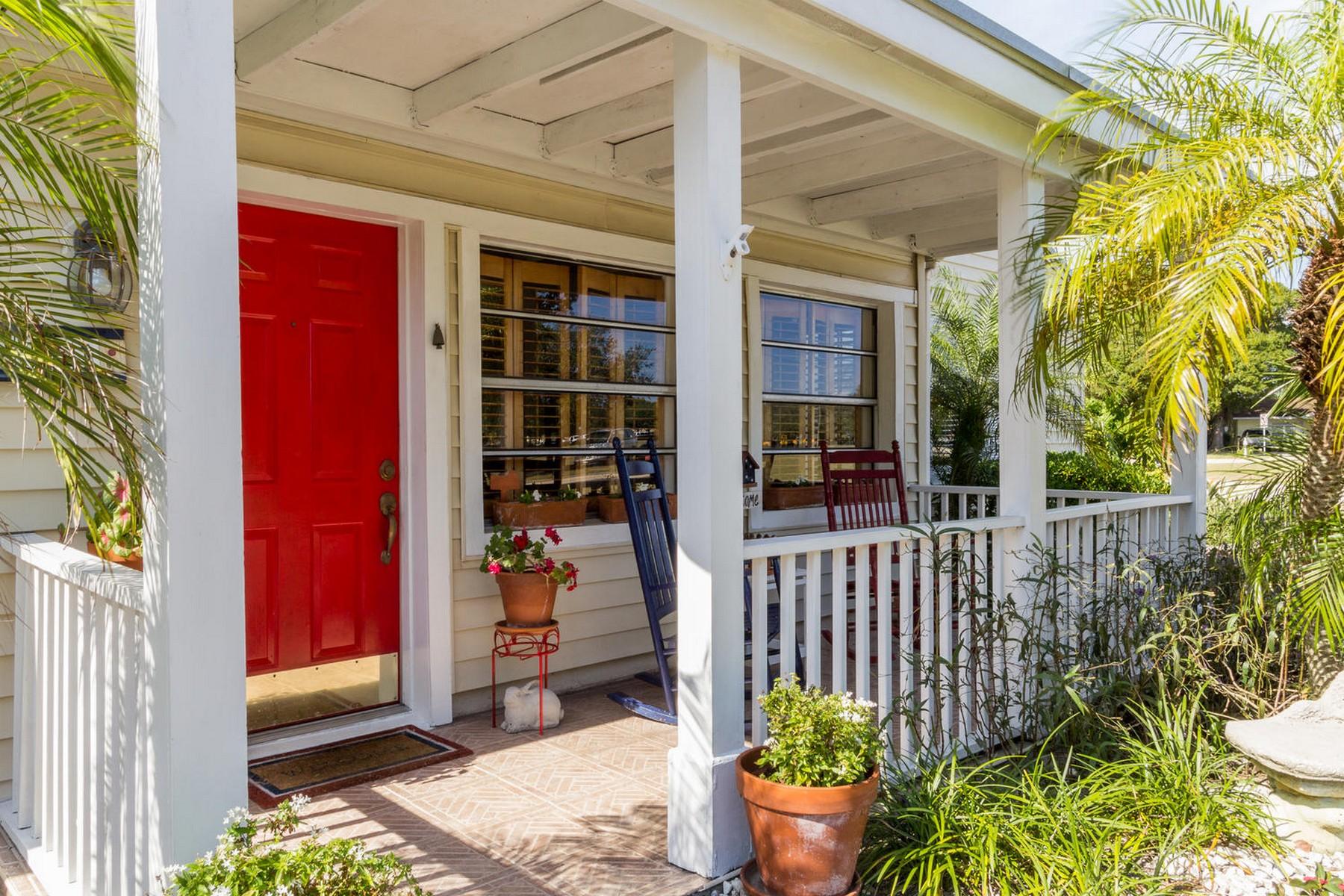 Villa per Vendita alle ore Endearing pool home in McAnsh Park 2551 Buena Vista Blvd Vero Beach, Florida 32960 Stati Uniti