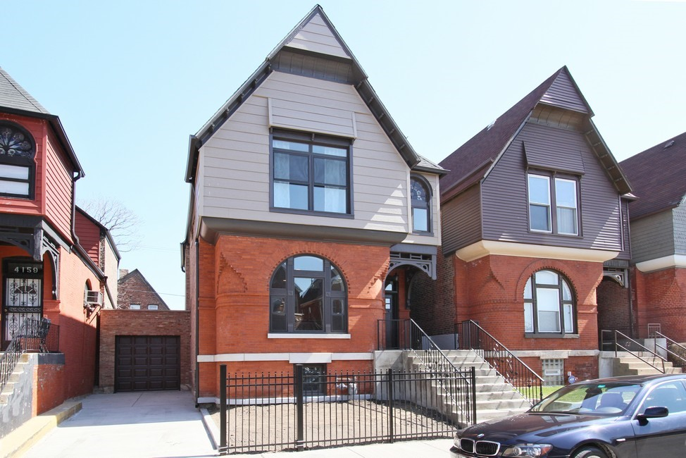 Single Family Home for Sale at Gorgeous Oakland Home 4161 S Berkeley Avenue Oakland, Chicago, Illinois 60653 United States