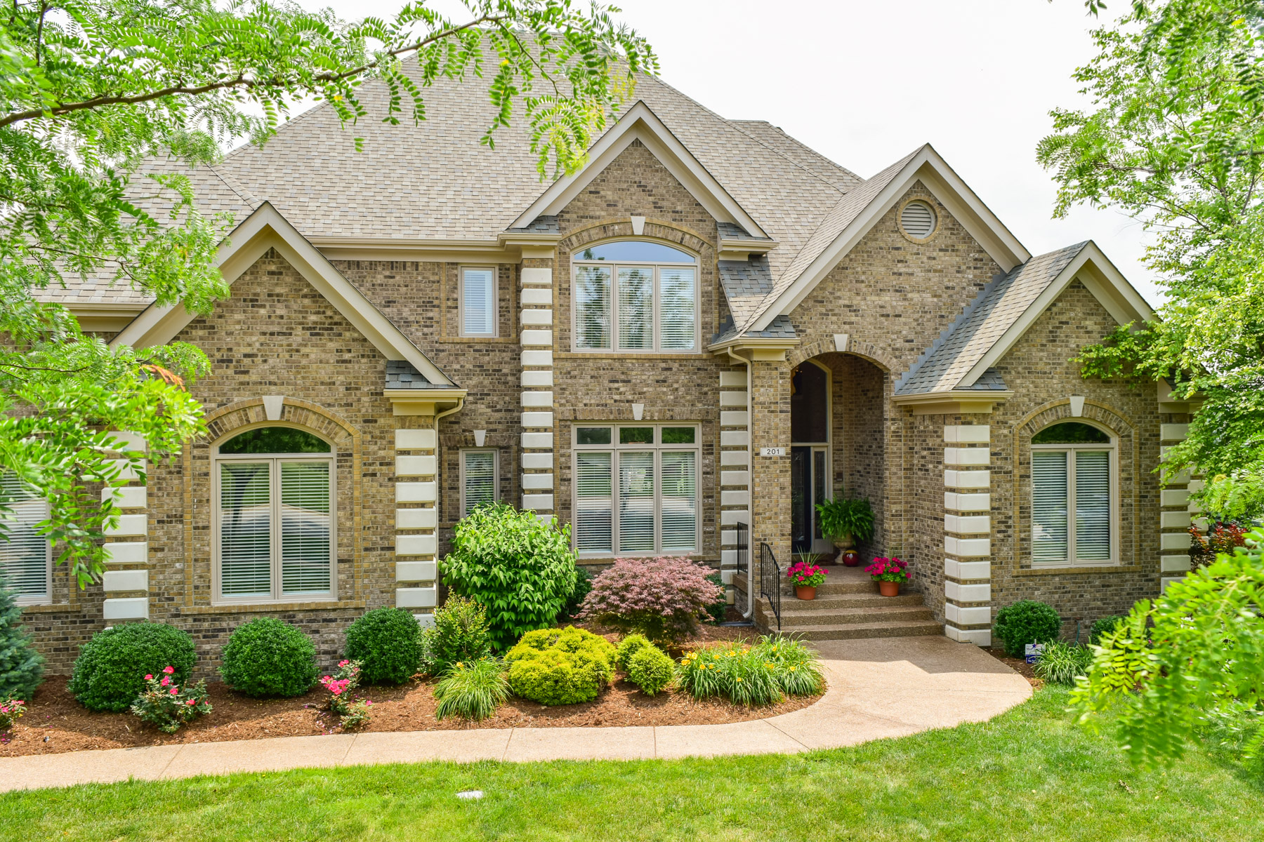 Single Family Home for Sale at 201 Locust Creek Blvd Louisville, Kentucky 40245 United States